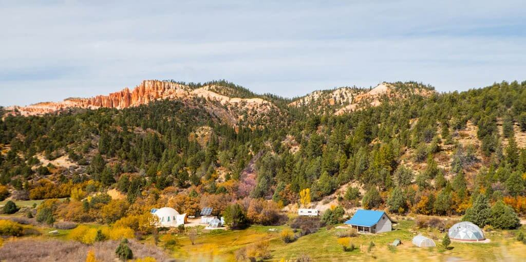 Gorgeous Utah scenery and homestead on the drive from Bryce to Zion.