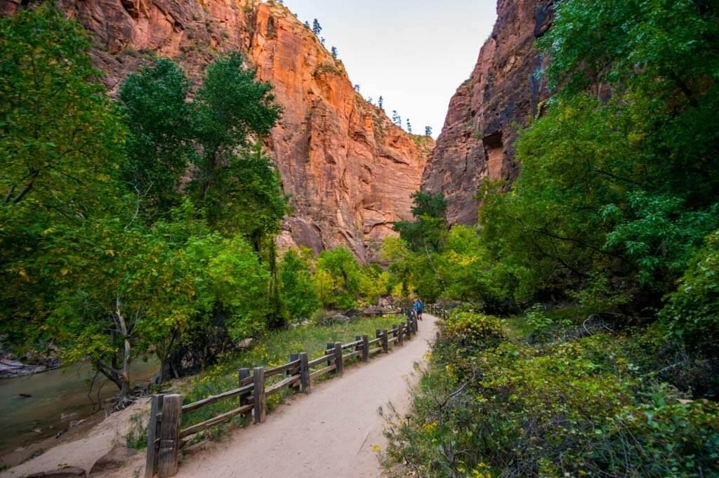 Riverside walk trail in Zion